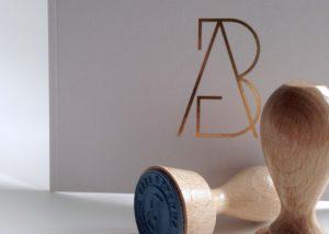 Huwelijksuitnodiging / wedding invitation Anneke & Bert | goudfolie, gold hot foil, logo, stempels, stamps