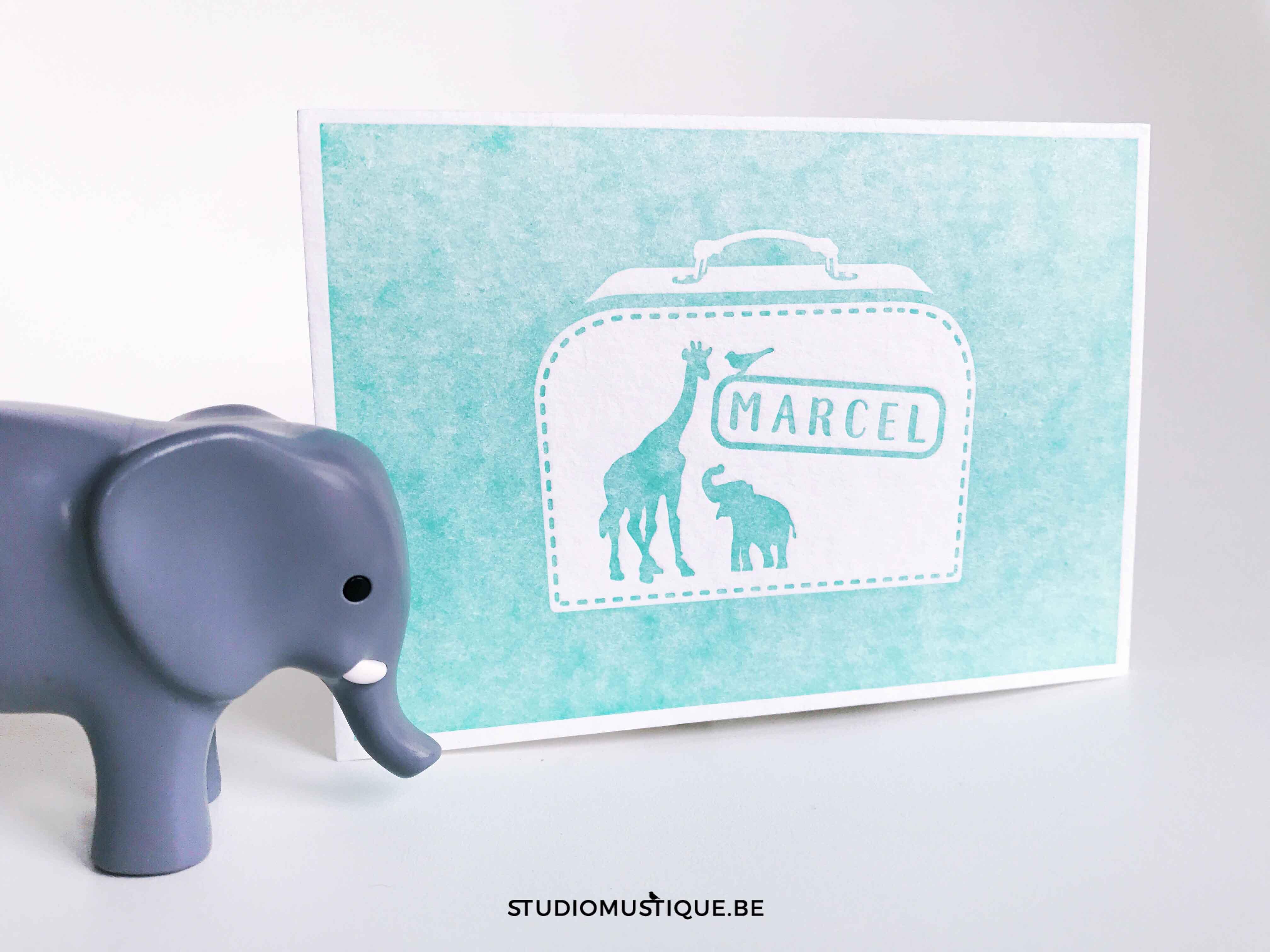 Studio Mustique Adoptiekaartje Marcel koffertje adoptie olifant giraf zebra valies letterpress munt