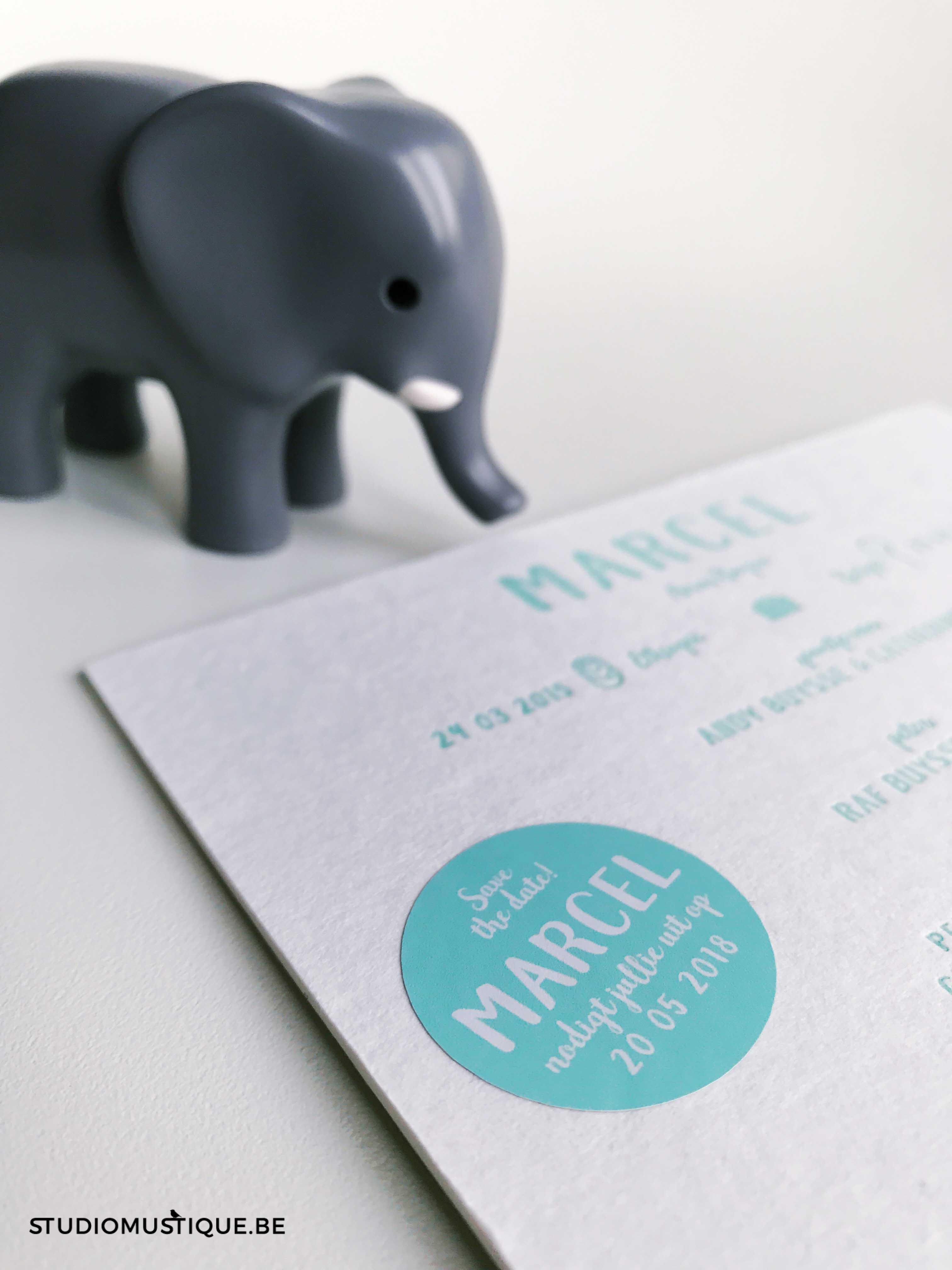 Studio Mustique Adoptiekaartje Marcel koffertje adoptie olifant giraf zebra valies letterpress munt save the date babyborrel sticker