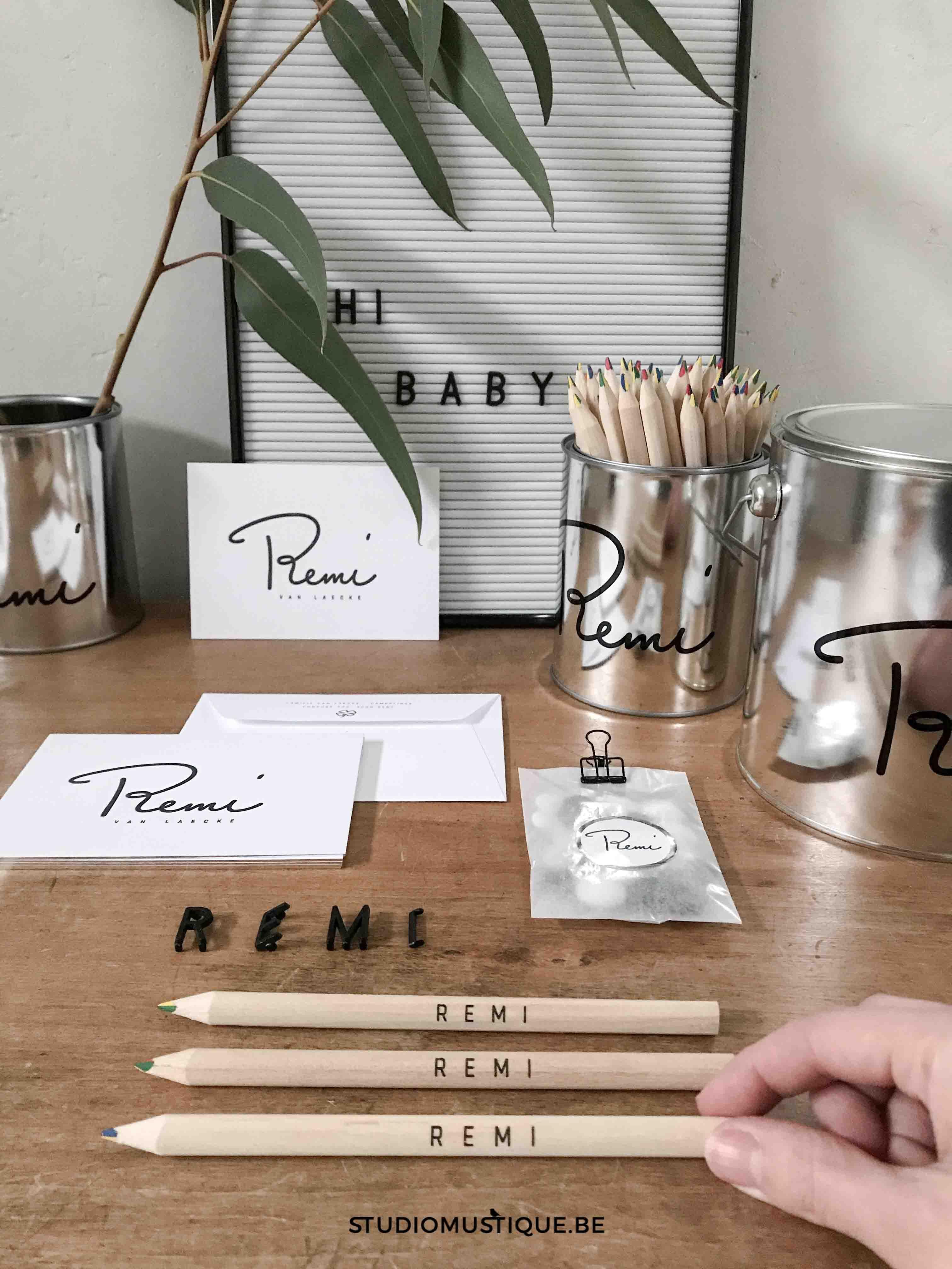 Geboortekaartje Remi, letterpress, zilverfolie op snee, handettering, studiomustique.be