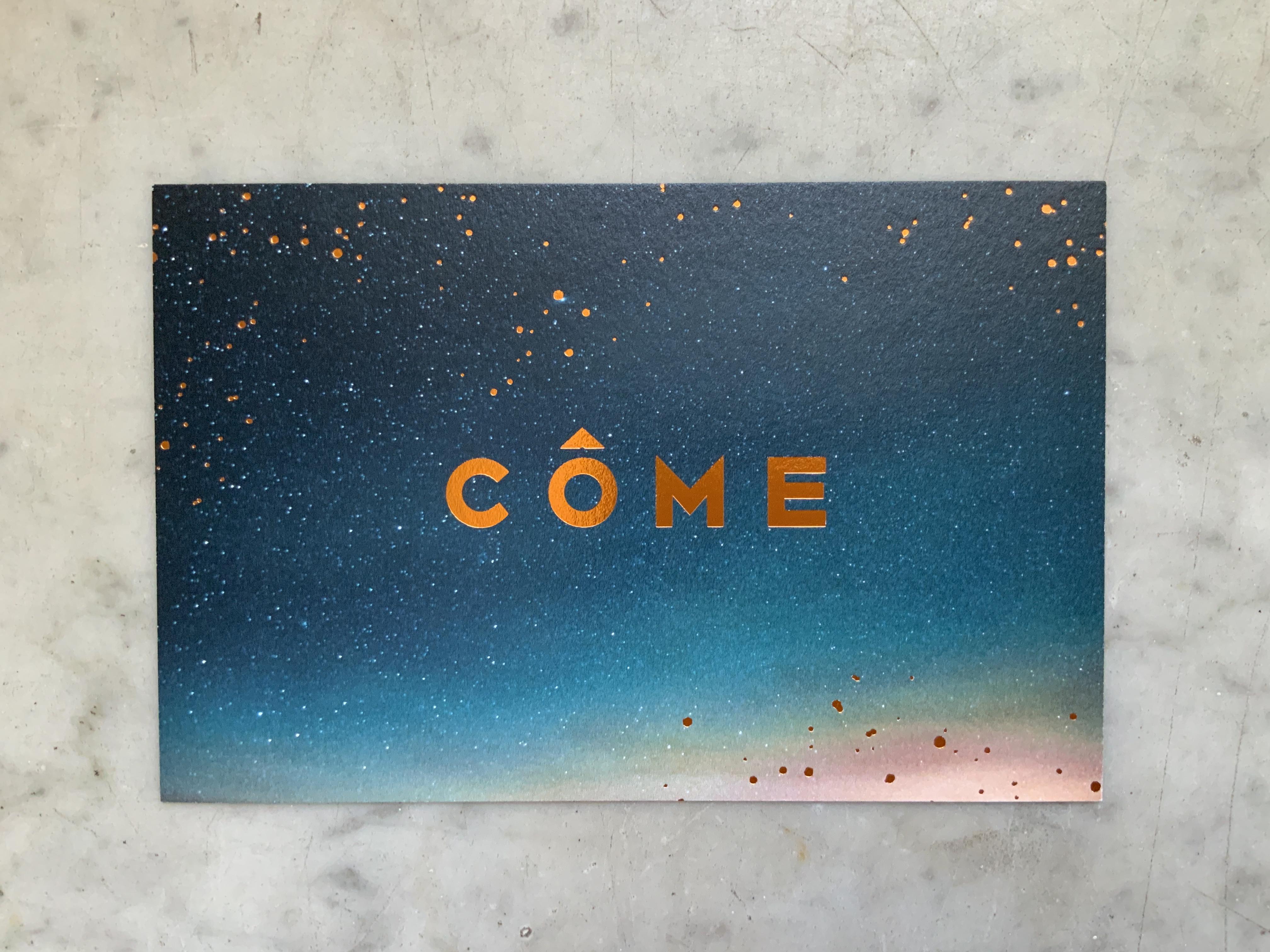 Geboortekaartje Letterpress koperfolie, Côme, sterren, blauwe achtergrond, minimalistisch, doopsuiker Studio Blanche