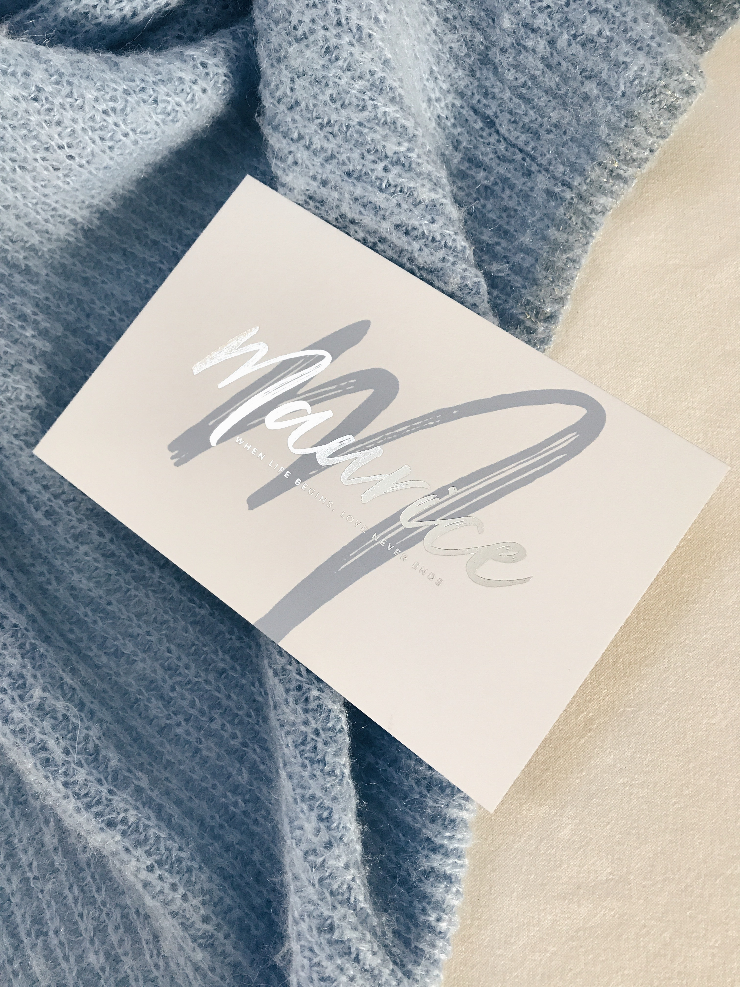 Geboortekaartje Maurice, zilver met lichtblauw, letterpress, foliedruk zilver