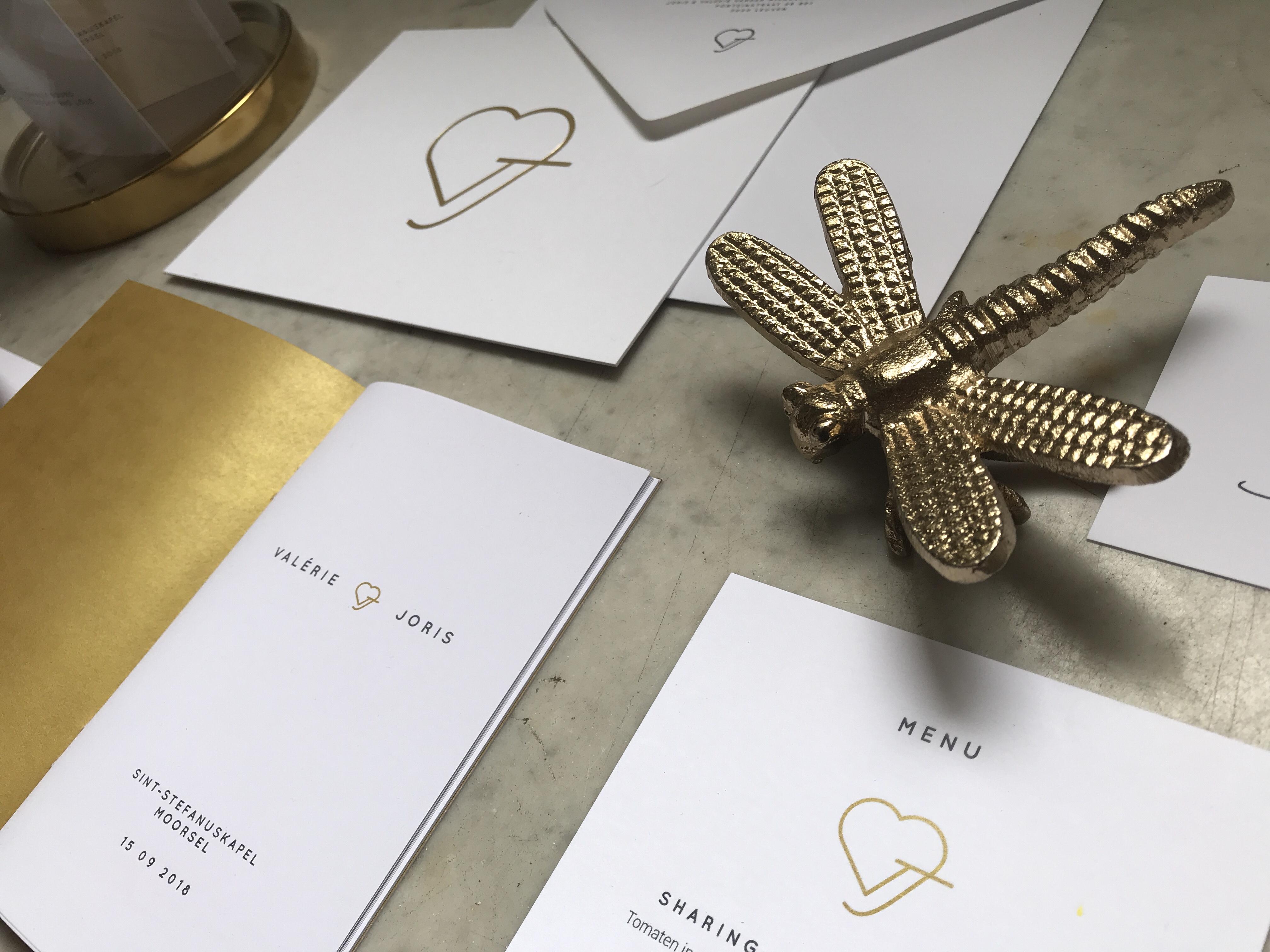 Huwelijksuitnodigingen V&J - wedding logo - gold foil - wedding stationery - letterpress