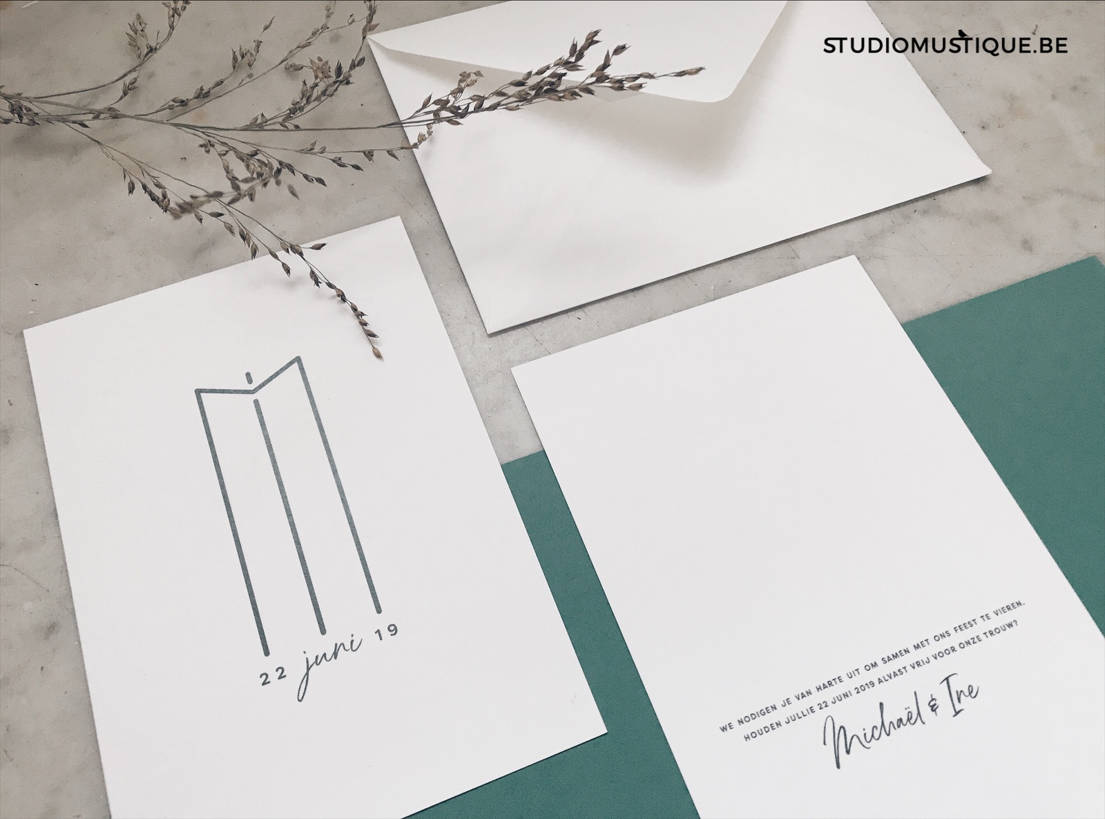 Huwelijksuitnodigingen wedding stationery logo Ine & Michael groen colorplan forest green