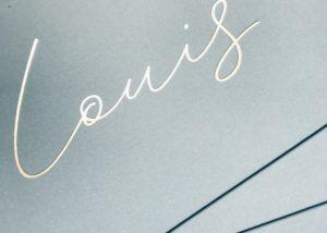 Geboortekaartje Letterpress Louis met konijntje goudfolie, blauwe achtergrond, minimalistisch