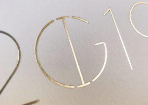 Huwelijksuitnodigingen wedding logo I&G letterpress goldfoil goudfolie foliedruk