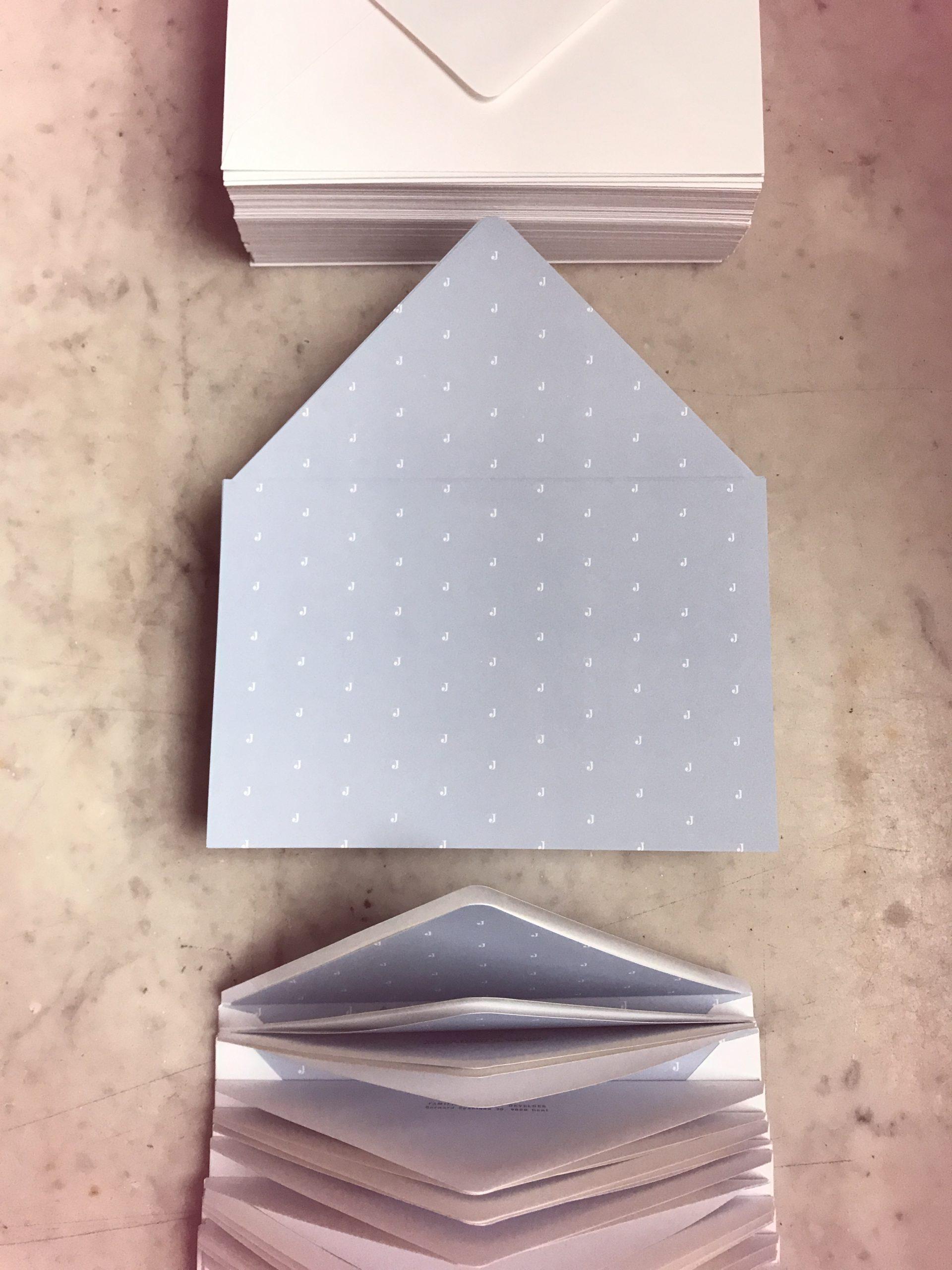 Geboortedoosjes Jacob - uniek concept geboortekaartje met doopsuiker op maat - foliedruk - doos op maat - logo design - olifantje - envelope liner