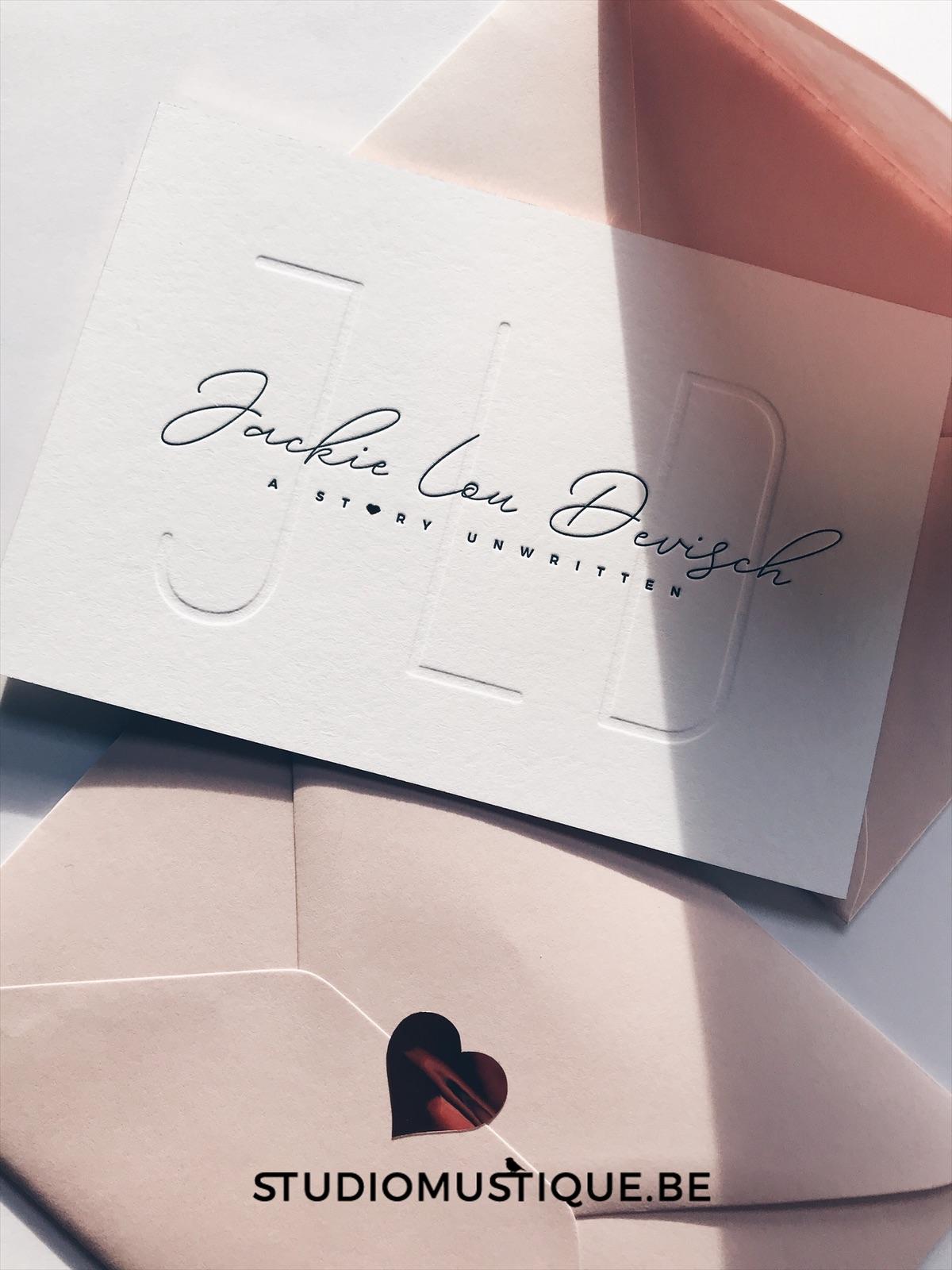 Geboortekaartje Jackie Lou, letterpress, foliedruk hartje, blinddruk, minimalistisch, roze, rosegold, blush