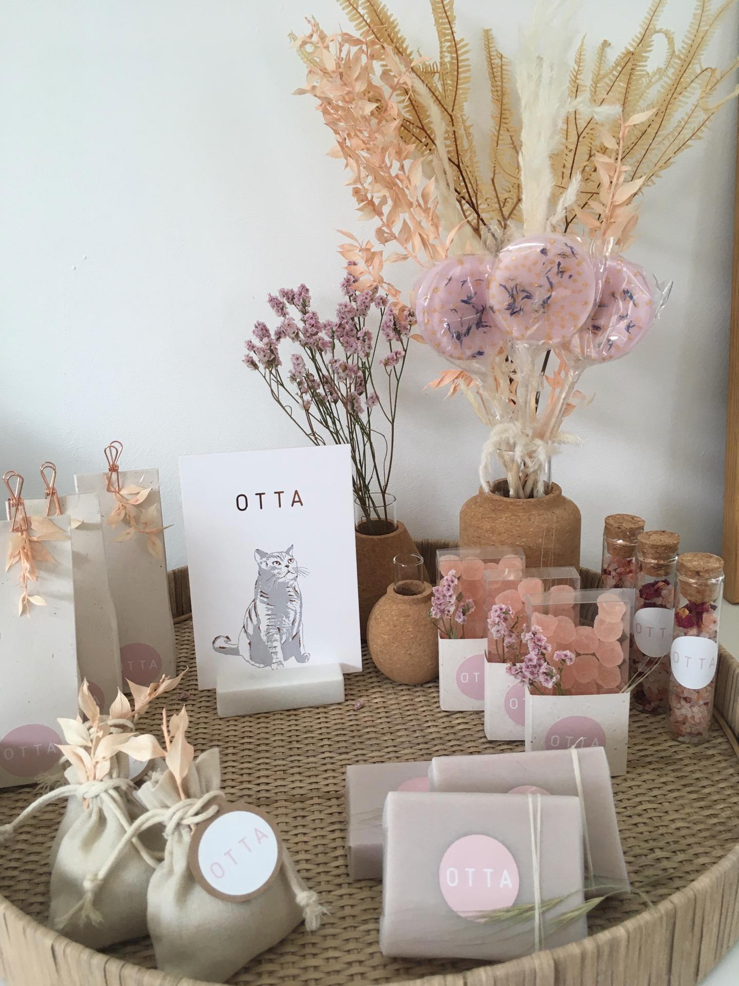 Geboortekaartje Otta, letterpress, foliedruk rose gold, kat, poes, britse korthaar, ontwerp op maat, hotfoil, uniek, geboortekaartje meisje jongen